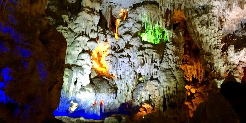 cuevas halong bay